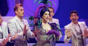 21jul2015---claudia-juntamente-com-os-bailarinos-do-elenco-realizaram-a-apresentacao-de-dois-quadros-do-musical-1437529230536_956x500